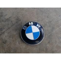 EMBLEMAT TYL BMW E90 SEDAN